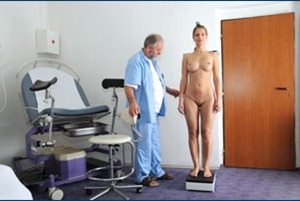 jennifer naked in the gyno clinic