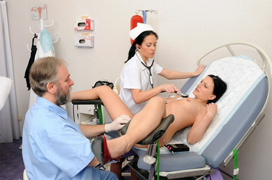 sexy-babe-having-a-gyno-x-exam